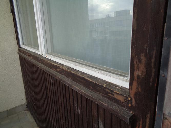 Másfél szobás váci távfűtéses panellakás ablak