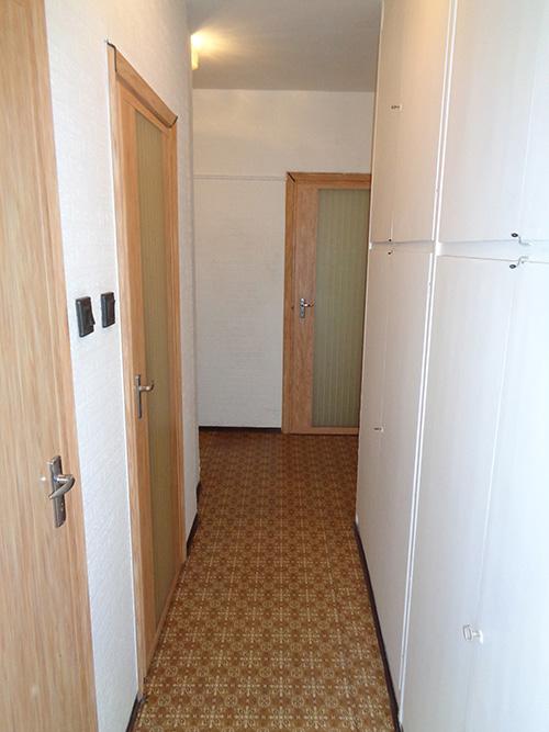 Másfél szobás váci távfűtéses panellakás előszoba