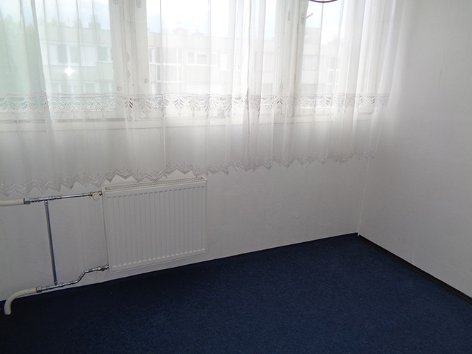 Másfél szobás váci távfűtéses panellakás kisszoba